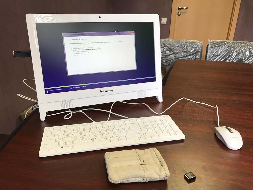 Lenovo оказывается делают неплохие моноблоки :) только драйверами их не снабжают, но для нас это не проблема