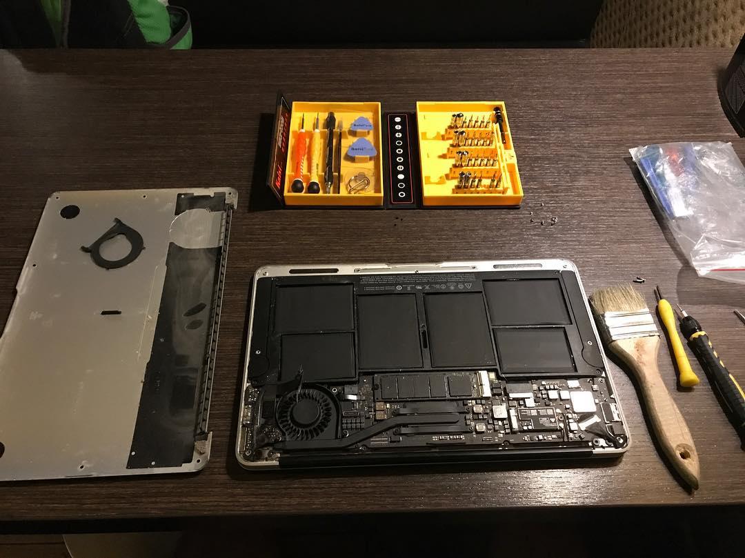 Чистка Macbook Air. Оказывается и они забиваются пылью