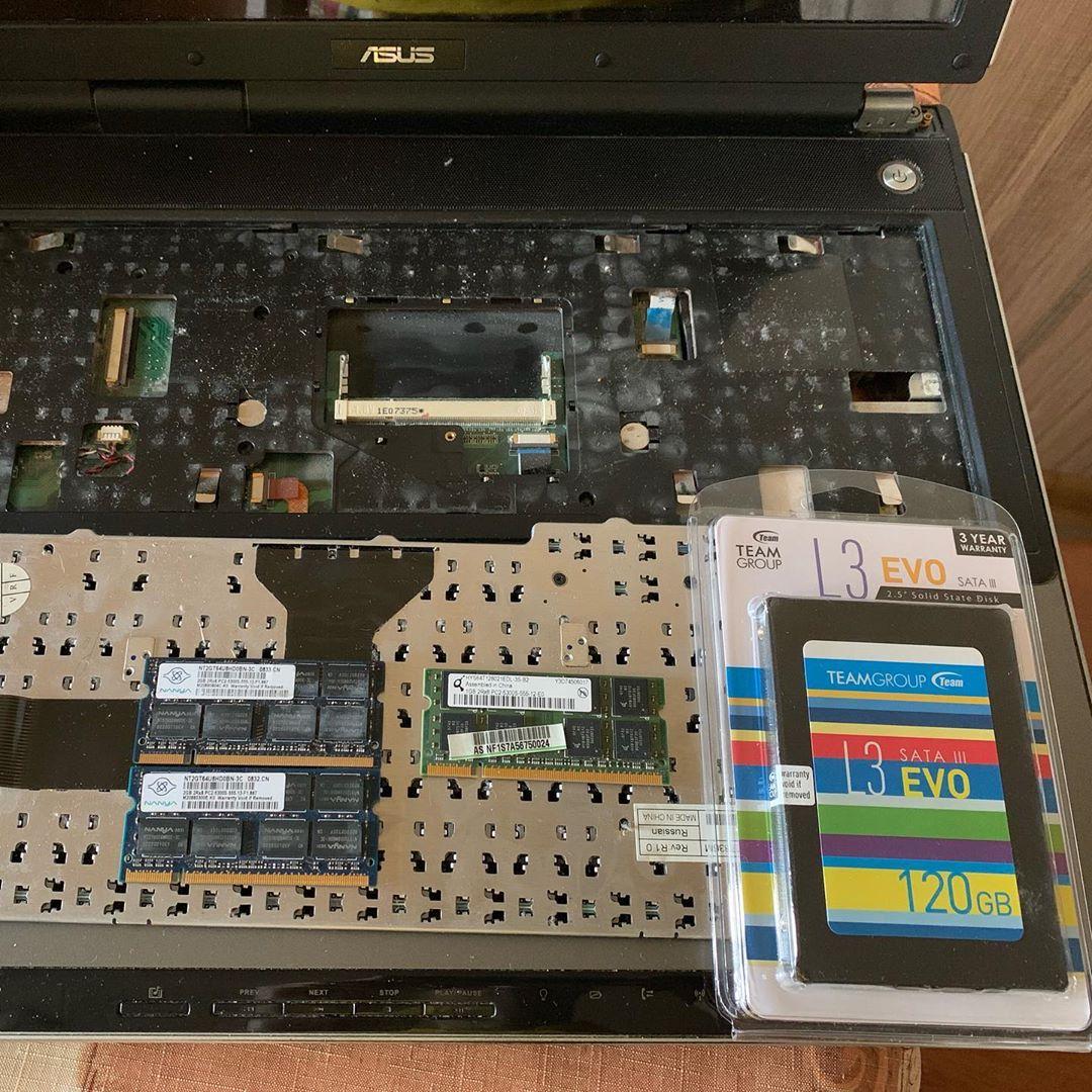 Апгрейд старичка asus с умершим жеским диском Добавили оперативки 4gbddr2 поставили ssd120gb teaml3evo установкавиндовс windows7ultimate Получился вполне нормальный ноутбук для офиса :) itservicedpua